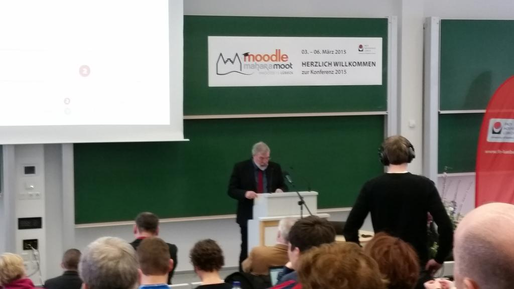 #oncampusfhl #MootDE15 Staatssekr. Fischer hält nun das Grußwort. Er würdigt die E-LEARNING Leistungen der FH Lübeck http://t.co/sEv8DJkcFz