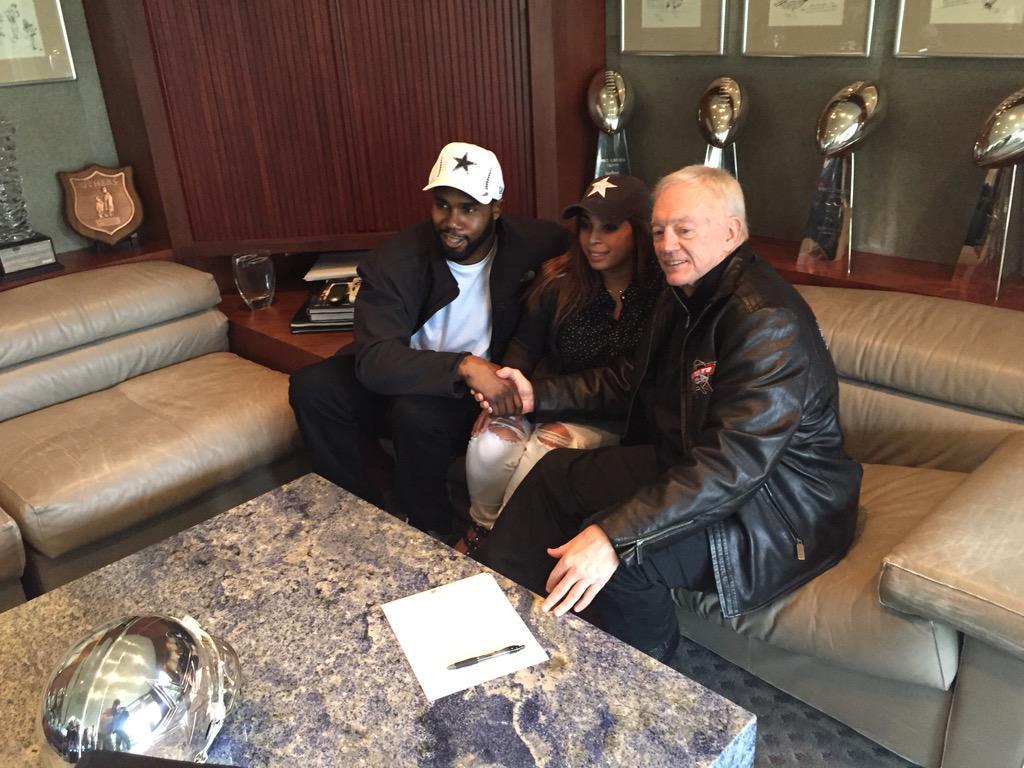 Done deal.. Darren McFadden just signs http://t.co/tks0nVDPo3