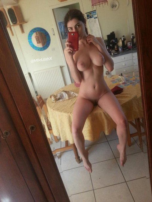 #FriskyFriday #FriskieFriday #naked  #mirrorselfie #RT http://t.co/nuaoqvLOhD
