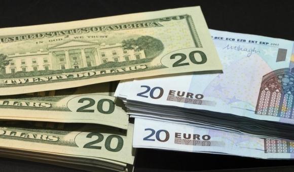 Forex: l'euro scende più del previsto