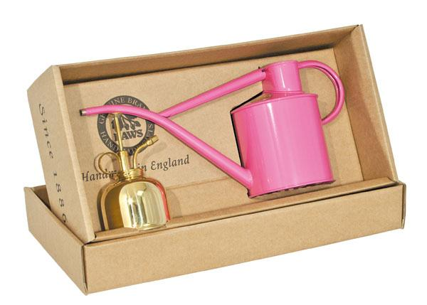 Follow + RT to win 1 of 3 Haws watering can #gift sets, the perfect gift for #MothersDay. Ends midnight 9/3. http://t.co/z76rBxjRDY