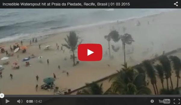 Brasile, tornado d'acqua sorprende i bagnanti della spiaggia di Recife (FOTO VIDEO)