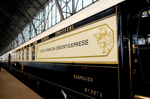 The Orient Express train has a special run today for #TheAviators - the carriages have been reinforced so we can land http://t.co/r4pbfQ5TlK