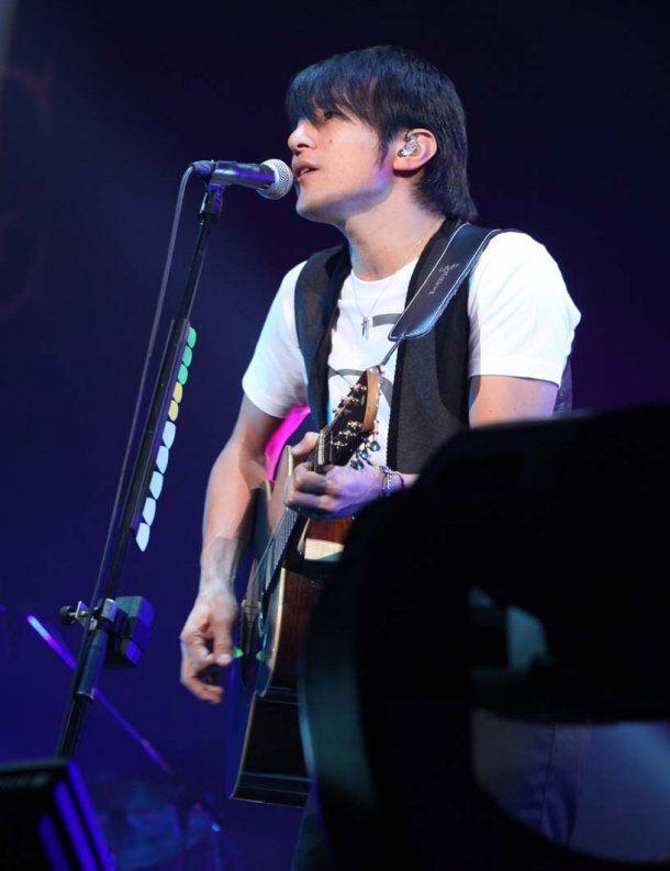 ギター桜井和寿2