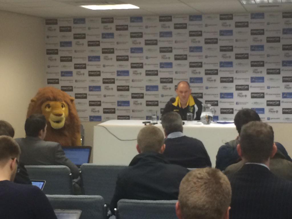 Alex Neil sitting next to a lion http://t.co/A6S4UWQbnI