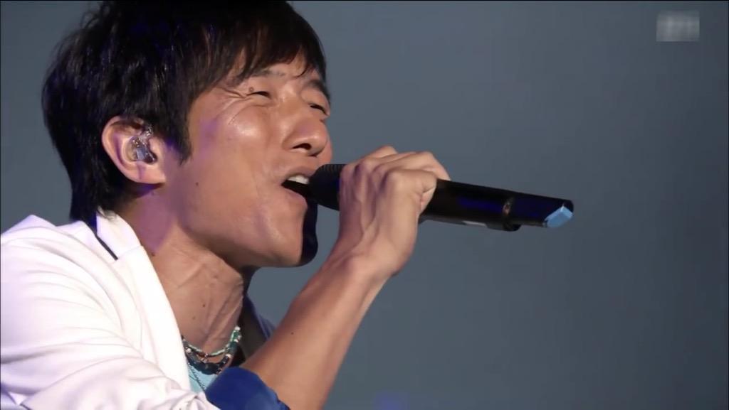 歌う桜井和寿