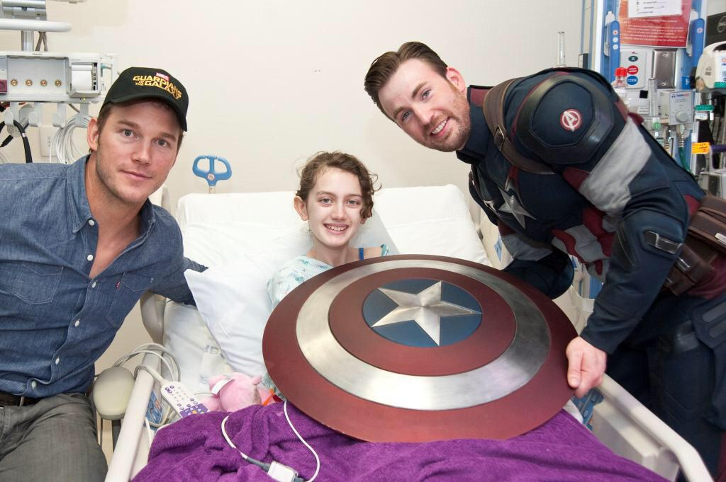 The Chrises assemble with some amazing little Avengers at the @seattlechildren. They are true heroes! #Marvel #SDCC http://t.co/IAF8stICmP