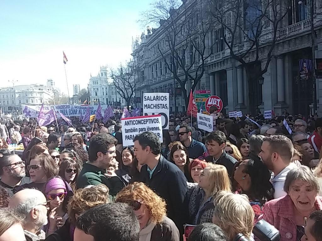 @sanchezcastejon en la manifestación #8demarzo con las mujeres defendiendo los derechos como todos los días @PSOE http://t.co/uJAG2uSklo