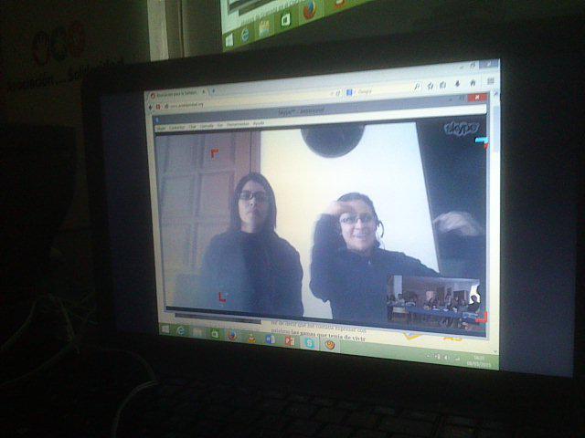 Alejandra (i) y la Hermana Nixa (d), en acción (Foto: @asolidaridad)