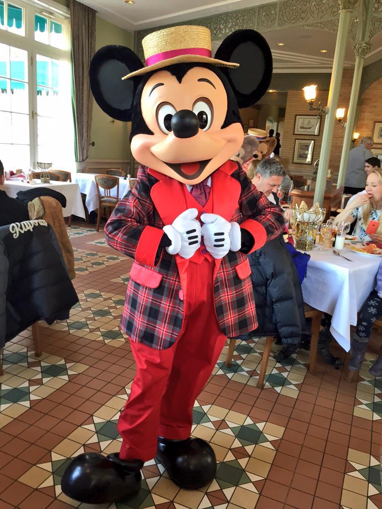 Brunch domenicale al Disneyland Hotel - Pagina 4 B_lWf6tUsAAwGZO