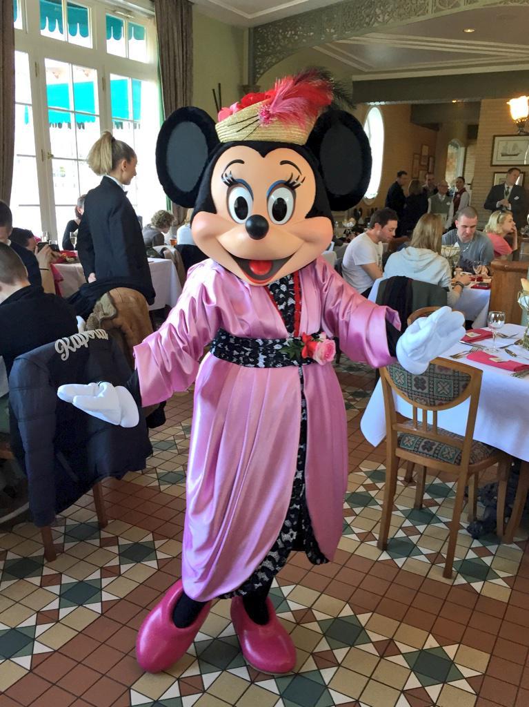 Brunch domenicale al Disneyland Hotel - Pagina 4 B_lXWT8UcAEq6Mp