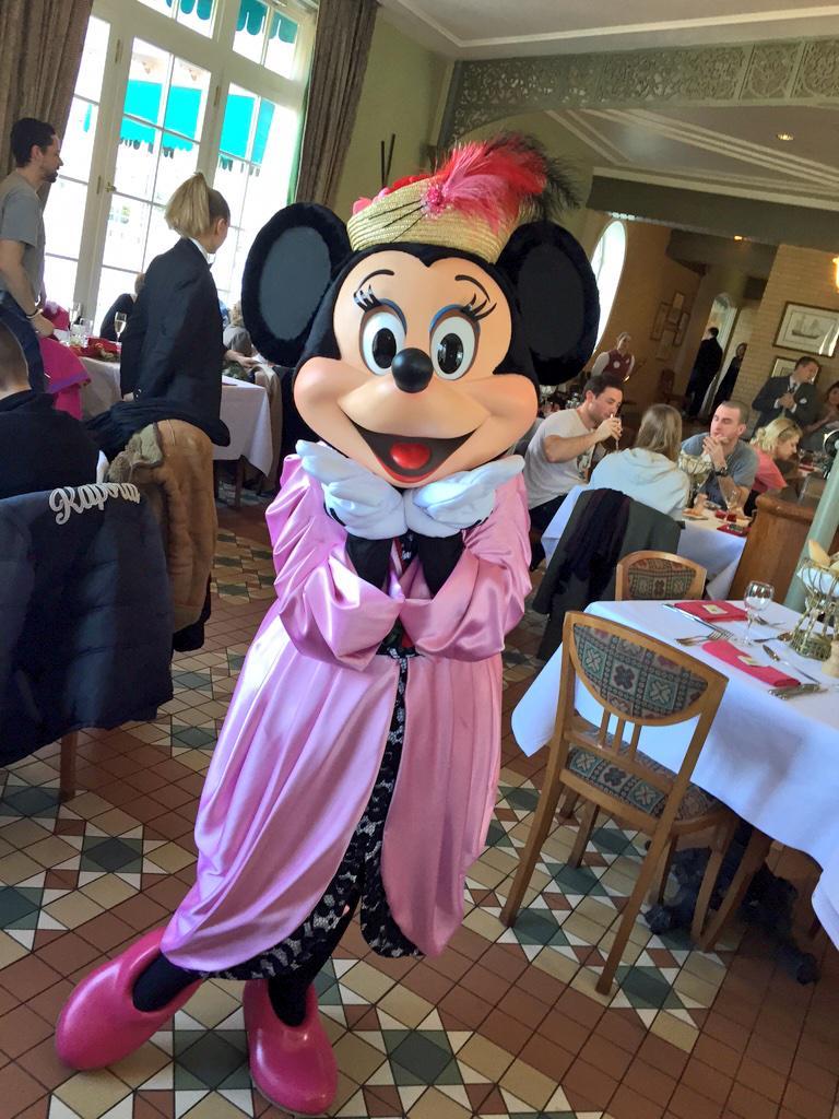 Brunch domenicale al Disneyland Hotel - Pagina 4 B_lXWWAUgAElJeS