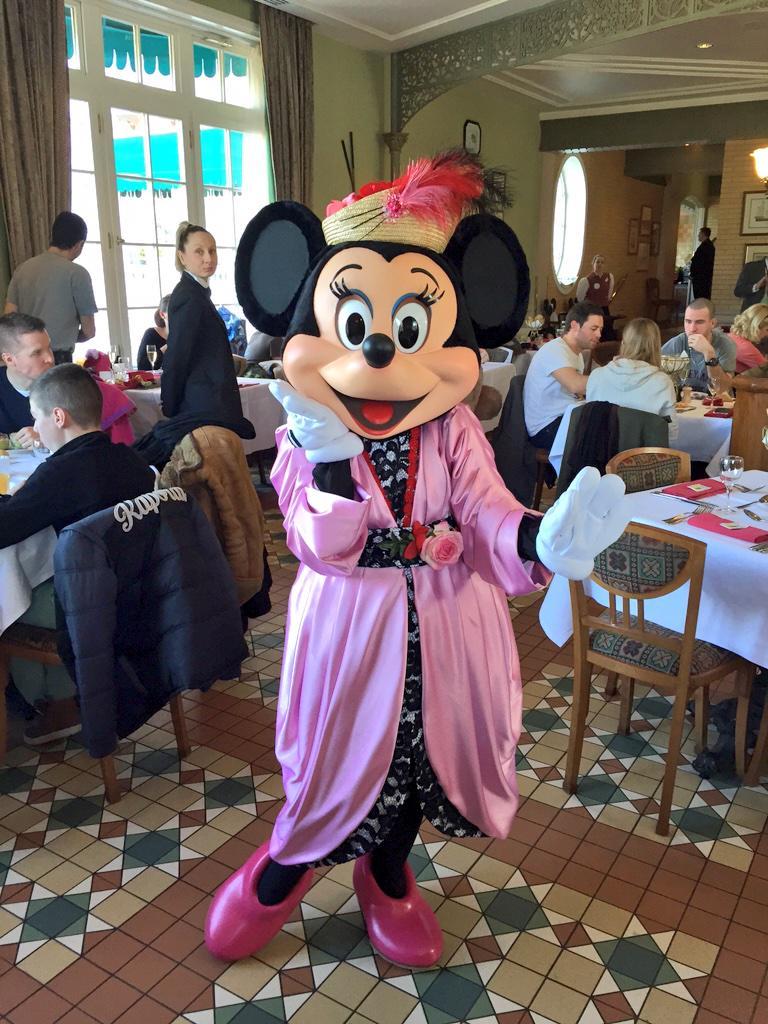 Brunch domenicale al Disneyland Hotel - Pagina 4 B_lXWYnVEAEK59x