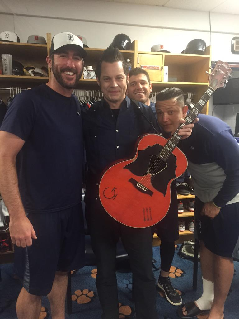 MT @JustinVerlander: Cool having Jack White come and play for us today!  @MiguelCabrera and Ian Kinsler #photobomb. http://t.co/G37Ax0KIuT
