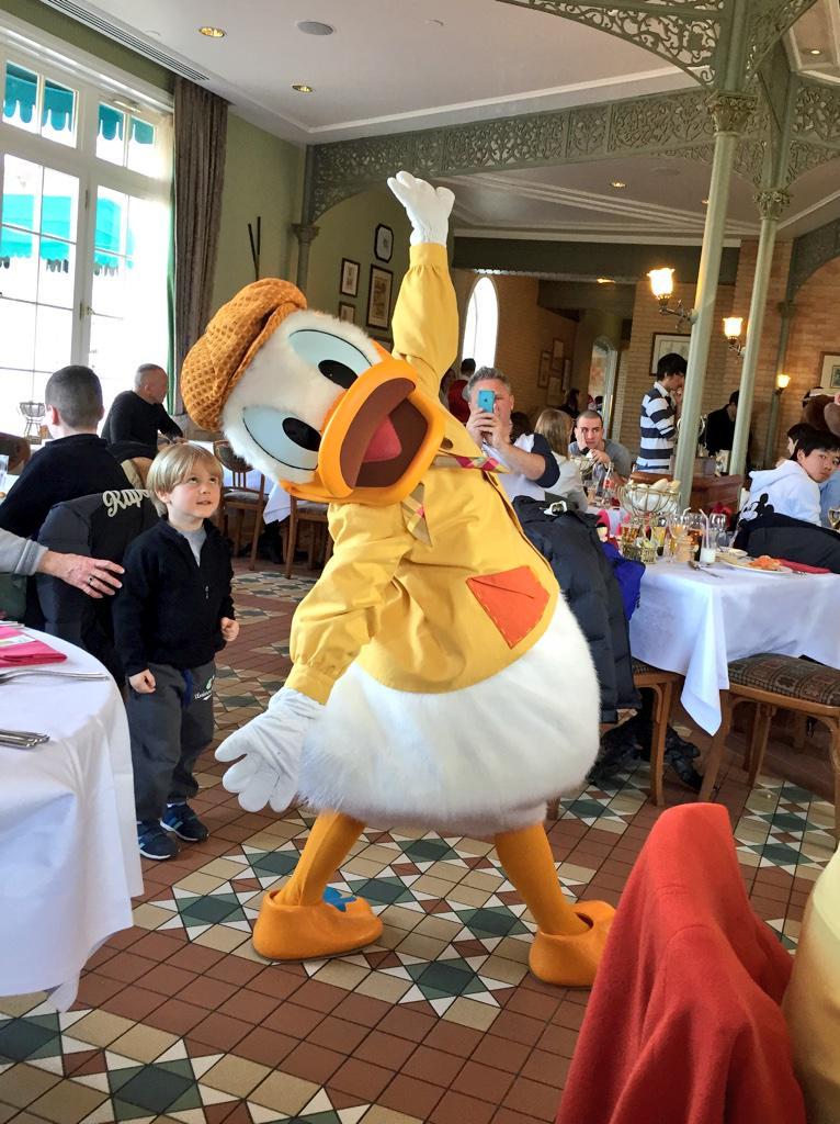 Brunch domenicale al Disneyland Hotel - Pagina 4 B_lliR1WEAARLVm