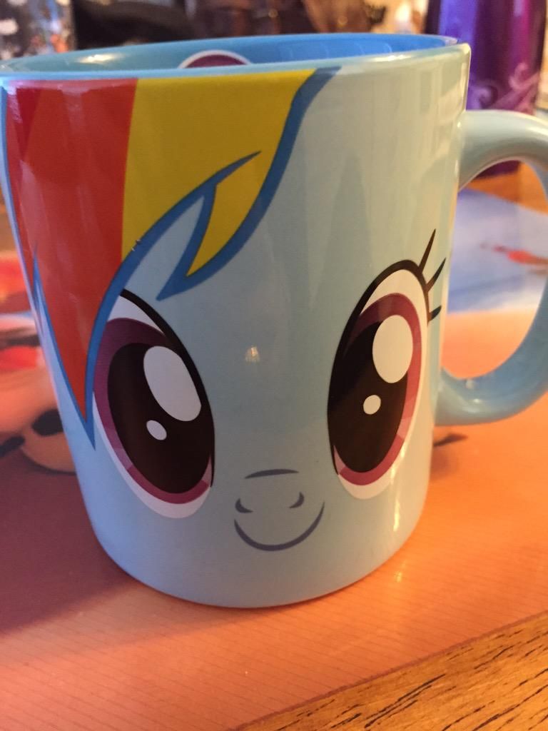 Rainbow Dash makes daylight savings easier to swallow. http://t.co/Rsb7gTJvPQ