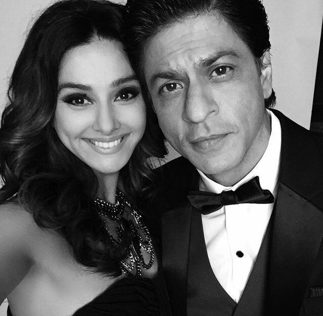 shibani-dandekar-in-an-evening-with-shah-rukh-khan