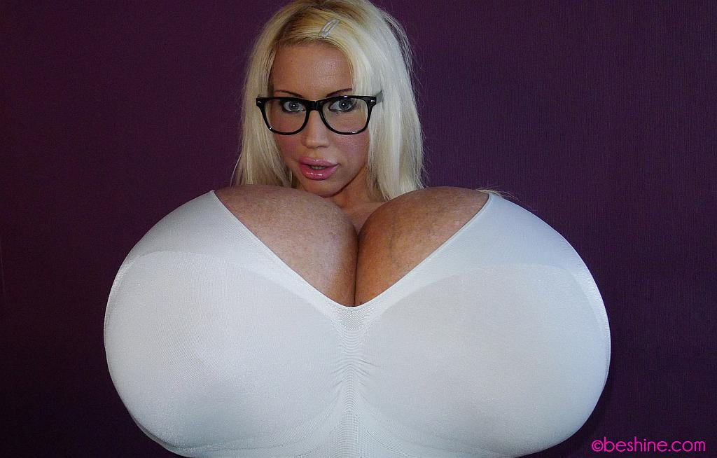 Who Has The Biggest Tits In The World 17