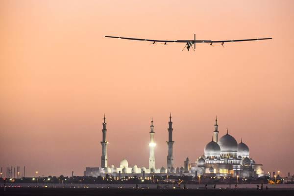 Giro del Mondo: Aereo energia solare arrivato in India da Oman