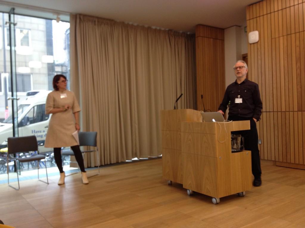 .@HoneybHighton and@ewanhklein introducing #OpenEd http://t.co/GNF8uh8Haz