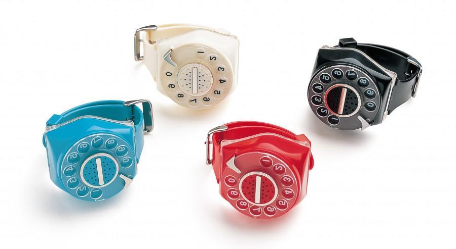 さーて、このタイミングで差し込んどくか。明和電機が開発した腕時計。ジホッチ。わざわダイヤル回して時報をきく、スマートレスウォッチ。 http://t.co/y3fMUB0ckH