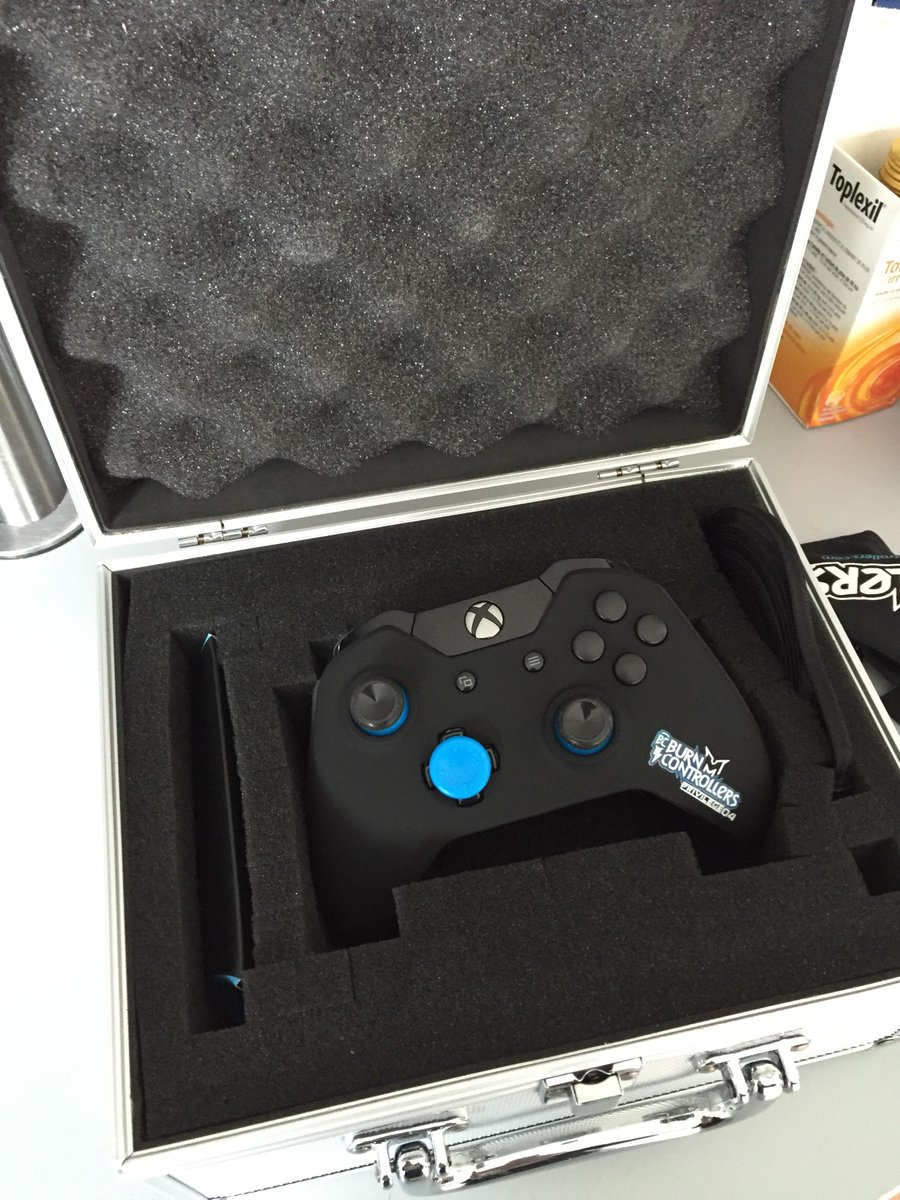 Mrlev12 on twitter coffret prestige avec prototype for Housse manette ps4