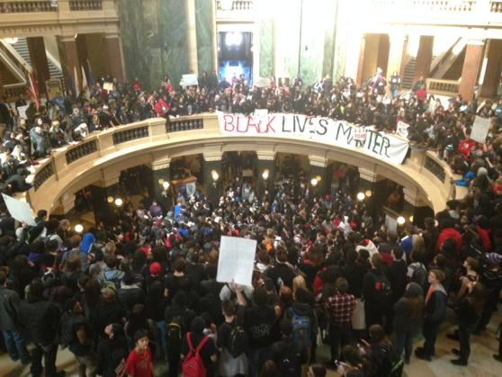 The scene inside the Capitol #TonyRobinson http://t.co/LRCEr7F0dP