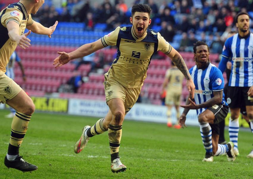 Congratulations to midfielder @alex_mowatt who has been named in the @football_league Team of the Week! #lufc http://t.co/EC5vmgWO7N