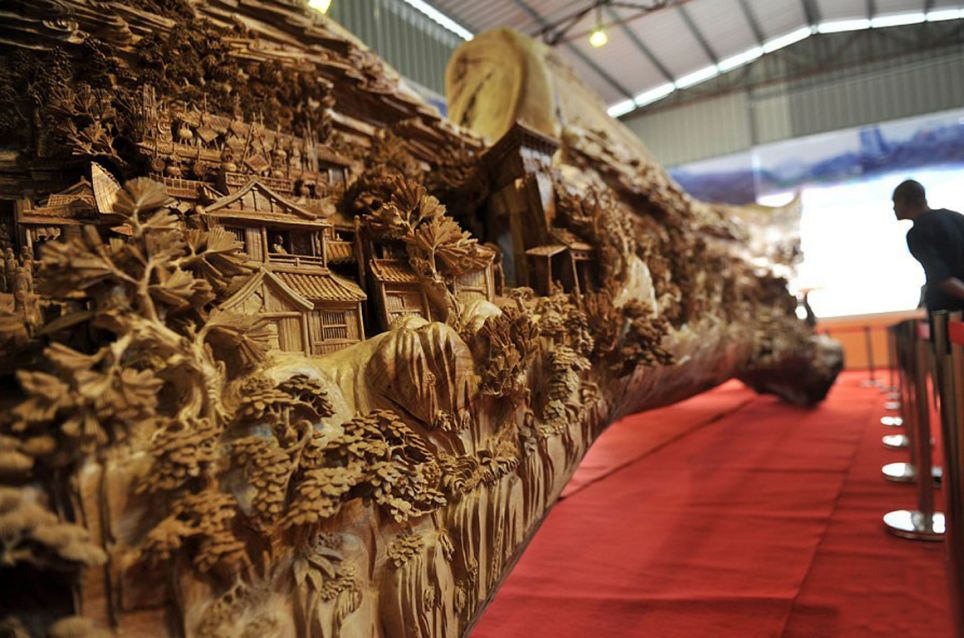 This artist created the world's longest wooden carving!  http://t.co/P7GRraLabG http://t.co/D4vhkw9aPa