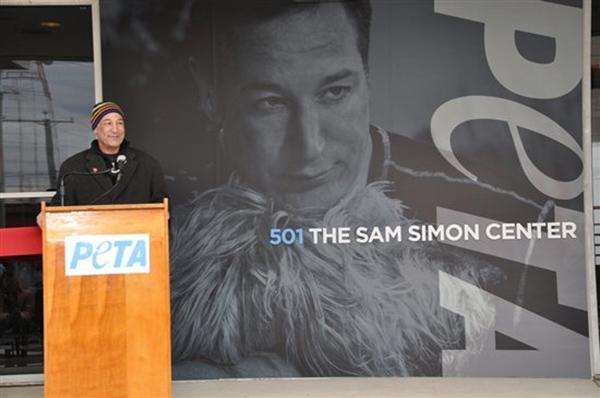 It's a very sad day.  PETA honorary director & friend Sam Simon has passed away  Thanks for inspiring the world, Sam. http://t.co/nbrJdAHESB