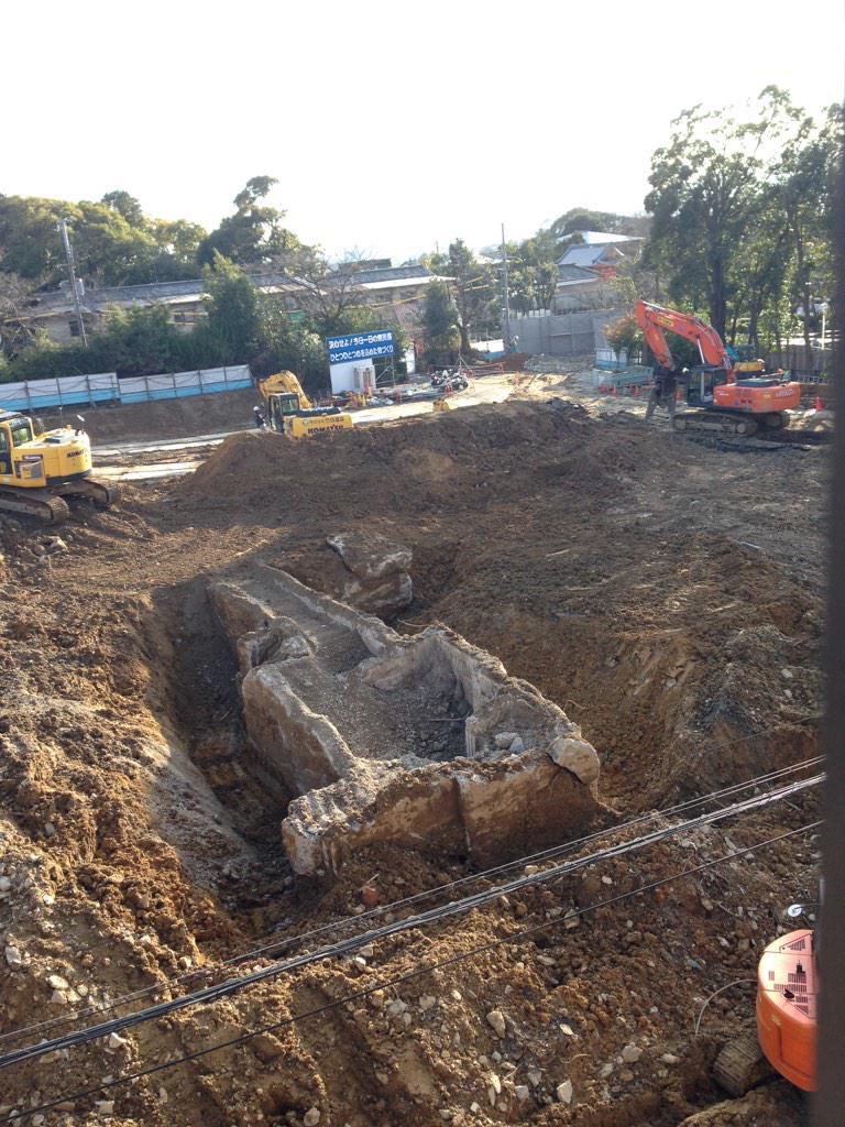 図書館新築工事現場,地面の下から何か出てきたよ. http://t.co/u6j7rOVqoa