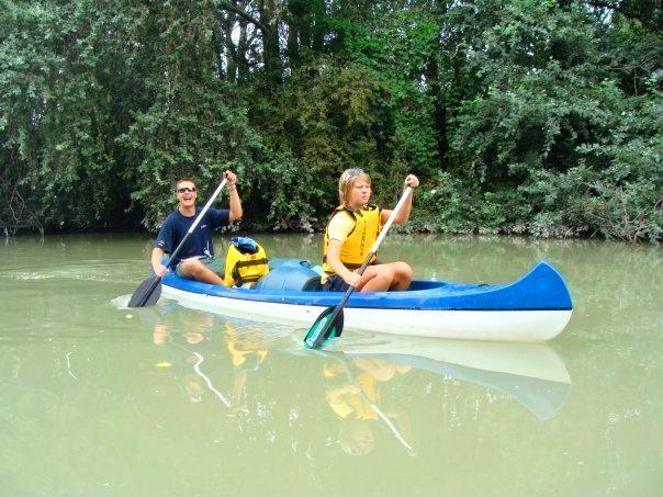 Po Malom Dunaji indiánskym štýlom. Na kanoe :) http://t.co/SsjBJIJuXu  #plavba #kanoe http://t.co/Ayomxni5yk