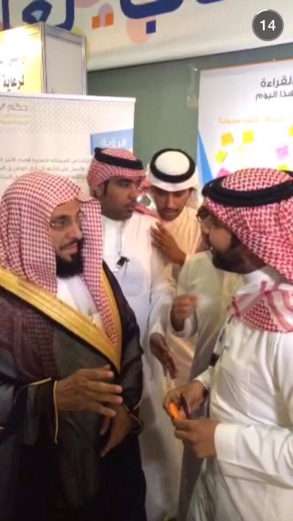 حين يكون للقراءة نور، كان د.عائض القرني هو نبراسنا لهذا اليوم حيث تشرفنا به في ركننا بـ #معرض_الرياض_الدولي_للكتاب❤️ http://t.co/AJ4dqvxffe