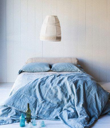 c'è chi dorme nel bianco e chi nel blu  @cristinabove #UniversoVersi http://t.co/D87EqQjtjP