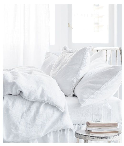 intanto guardo il giro di cuscini neanche un nido fosse  @cristinabove #UniversoVersi http://t.co/saDPxbn3s3