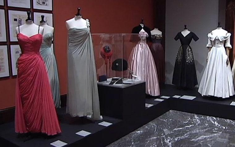 Thumbnail for 'Los años 50. La moda en Francia' en los medios