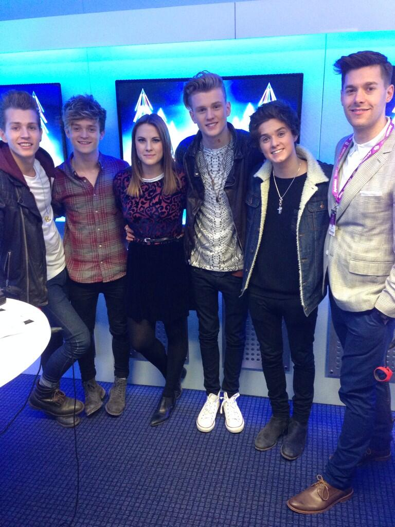 Look it's @TheVampsband with @katshoob and @richclarke backstage #CapitalJBB http://t.co/nsP0n0Iplj