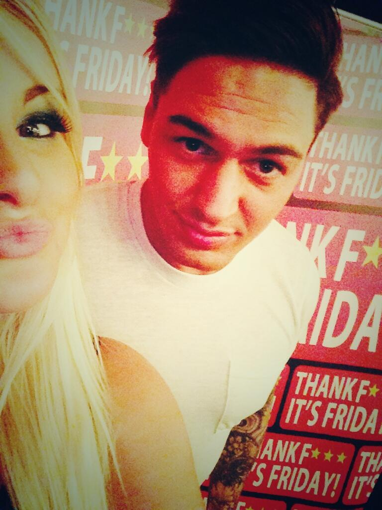 RT @JamieMacleodx: Selfie with the man himself @Mario_Falcone http://t.co/e58HtvbSst