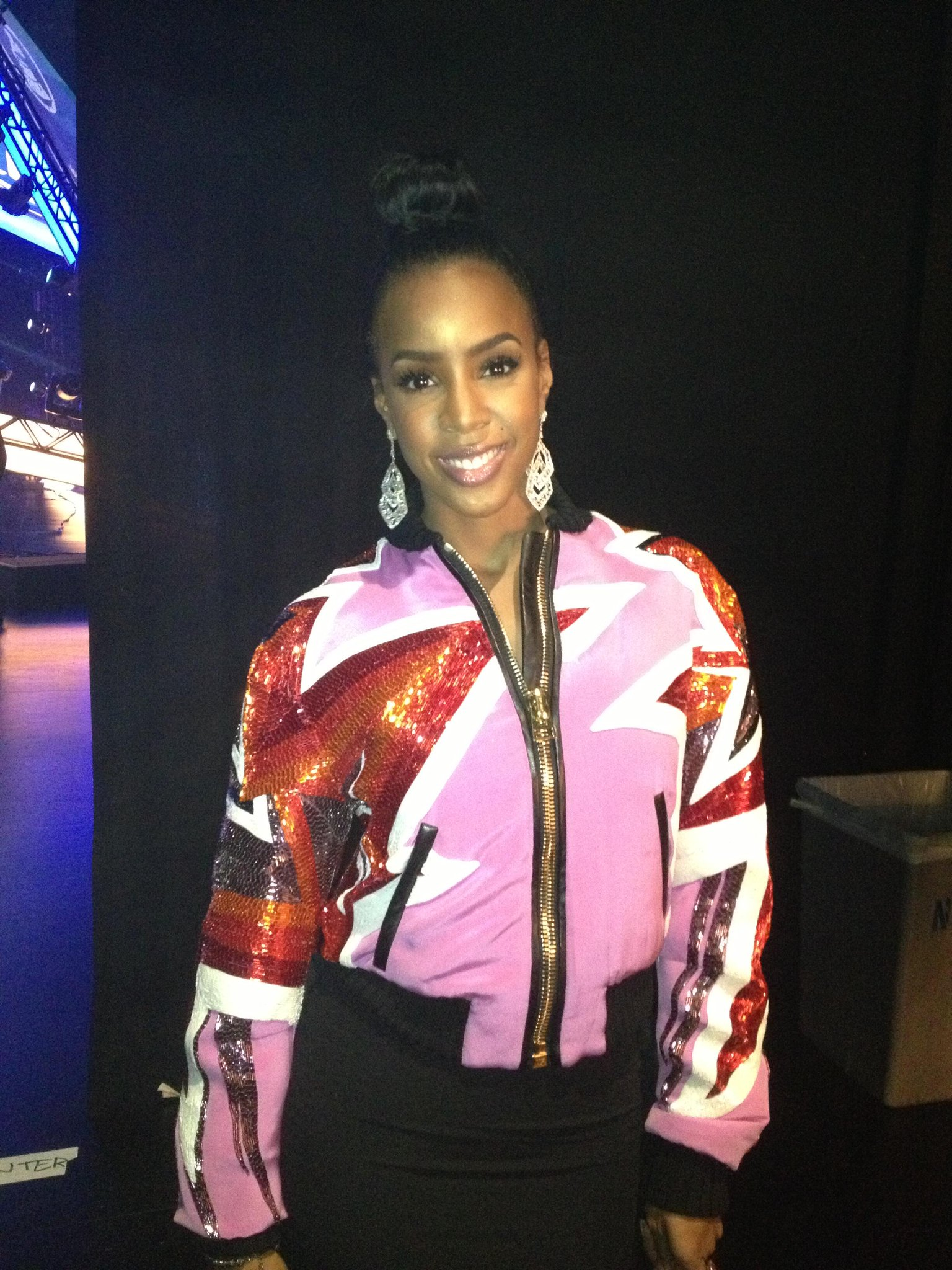 RT @CBSTweet: Presenter @KELLYROWLAND backstage ready to present at the #GRAMMYNoms!  http://t.co/1o5a24Sqp0