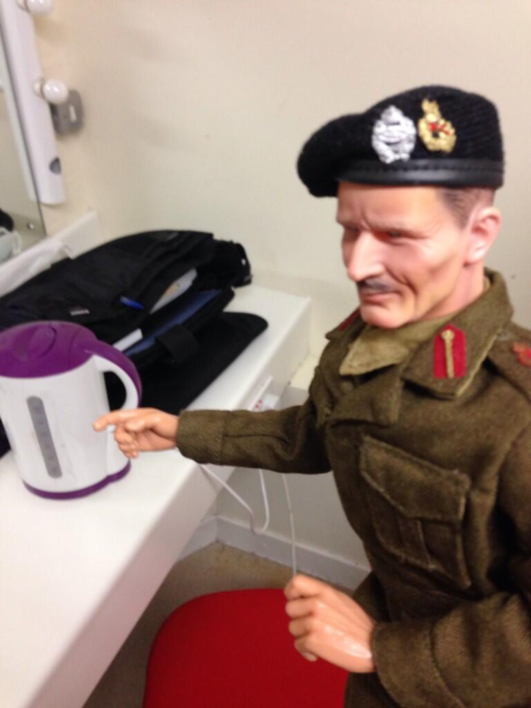 Monty congratulates kettle on a successful campaign #sinkvskettle http://t.co/aqv8uvc1jh