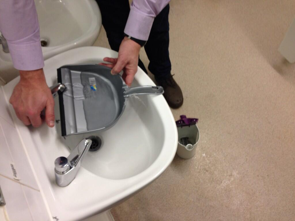 All you dustpanners your boy took one hell of a beating #dustpan #sinkvskettle http://t.co/RgSuyAXmNg