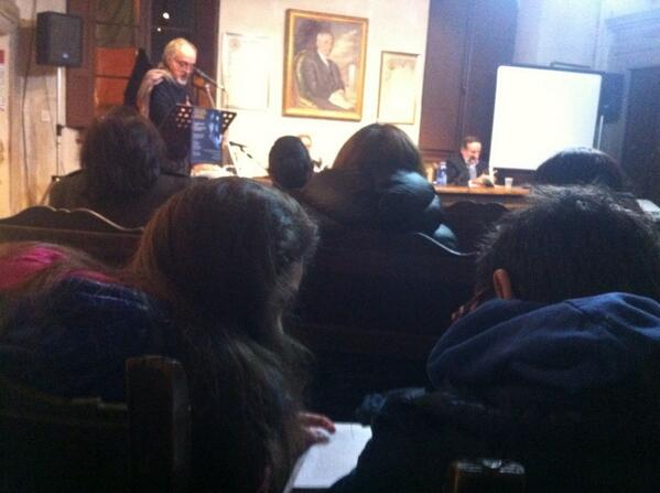 presentazione di #iohovisto Andrea Biagiotti legge Elisa e Luis seguono sul libro @archiviodiari @PierVittBuffa http://t.co/zh9xlbFBt3