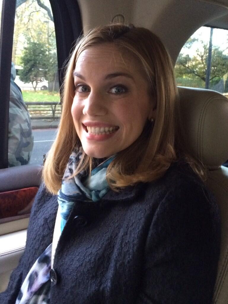 RT @OfficialJLD: More of @VeepHBO in the UK @AnnaChlumsky http://t.co/9YHtezkFRf