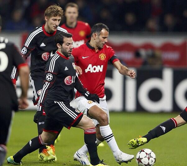Carrick & van Nistelrooy take to Twitter to praise Ryan Giggs after Man Uniteds Leverkusen rout