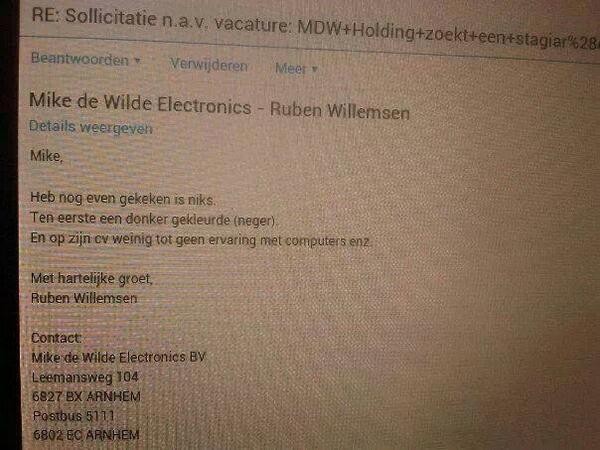 """Un candidat pour un job dans une boîte NL reçoit par mégarde la raison de son non-engagement : """"neger"""" (nègre). http://t.co/dEreFRoHb2"""