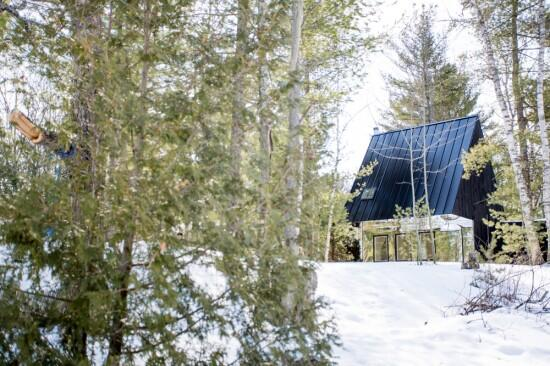 Lake Cottage by Canadian architects UUfie http://t.co/5PQTt4roXi http://t.co/dWTWtC6dIV