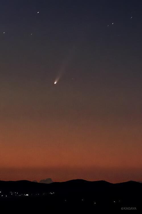 アイソン彗星は今朝、太陽のそばで耐えきれずに崩壊したもようです。先週写したのこの姿が最後になってしまいました。彗星が太陽に接近して壊れたり生き残ったり、この太陽系で繰り返されてきたできごとを目の当たりにでき感動しています。