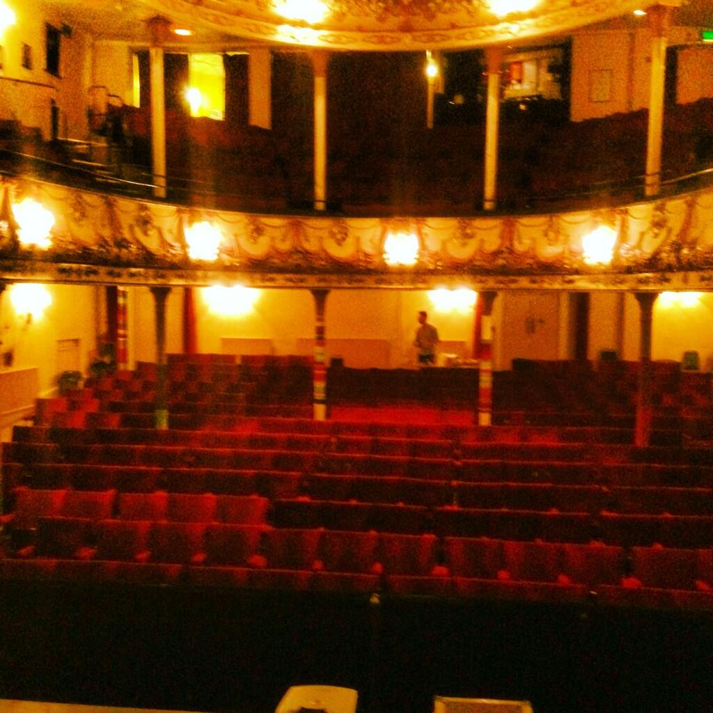 RT @ScottWrightUK: 2nd oldest theatre in The United Kingdom... My home for December 👍 http://t.co/FPnrdaBDtS