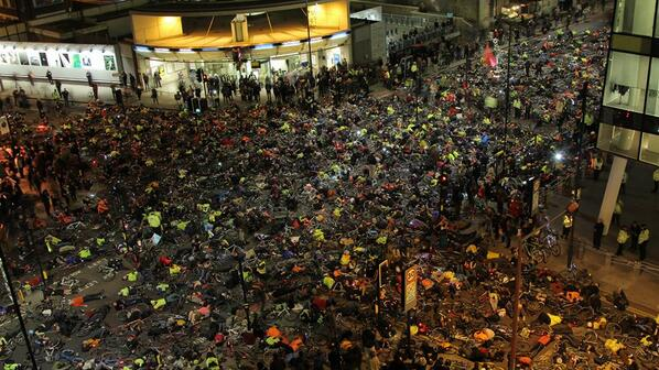 Wow, great photo. RT Nice shot of last night's Die-in outside TfL's headquarters. via @DonnachadhMc #TfLDiein http://t.co/ludmHi0QfE