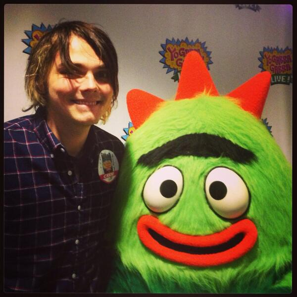 Thanks for saying hi to #Brobee, @gerardway! We had so much fun! #ygglive #thegiftofgabba http://t.co/910F31cWQ9